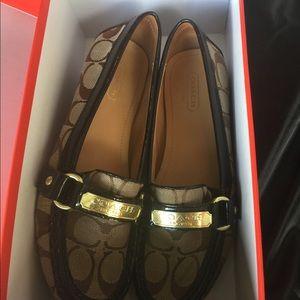 Coach Felicia khaki loafers NWOT size 6